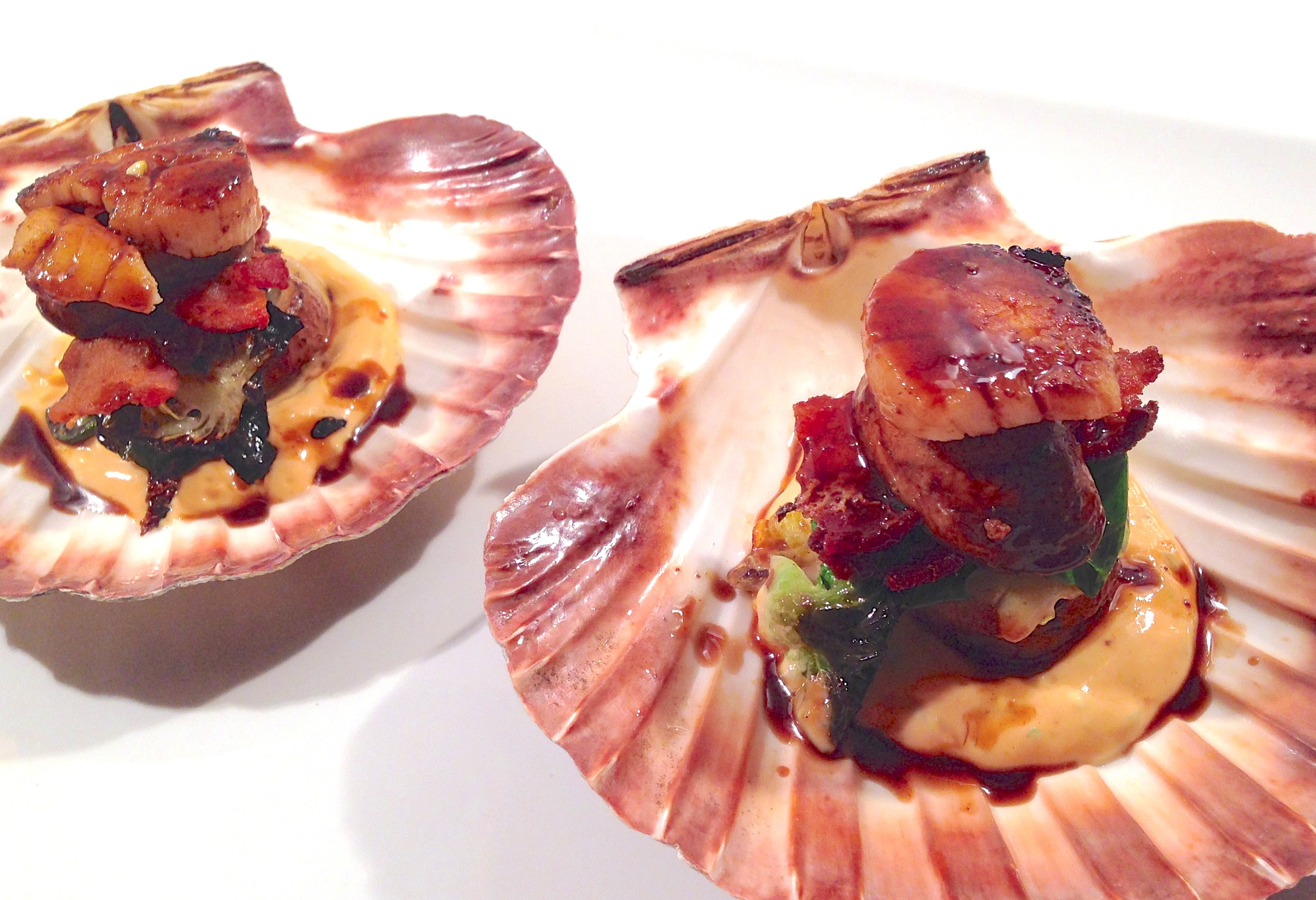 Caramelized Scallops With Smoked Chili Cream Recipe — Dishmaps