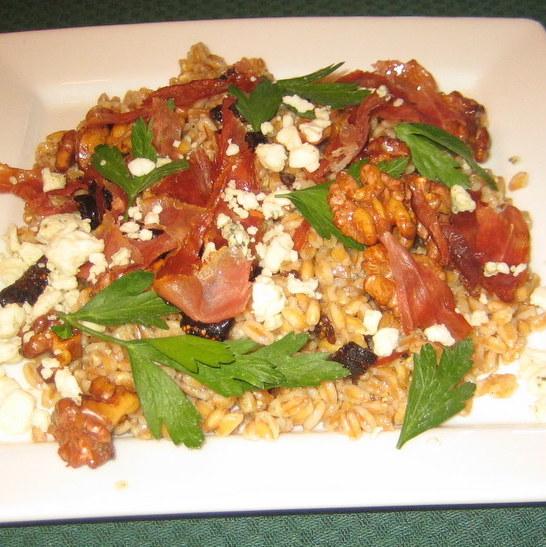 and gorgonzola salad berry and gorgonzola salad with crispy prosciutto ...