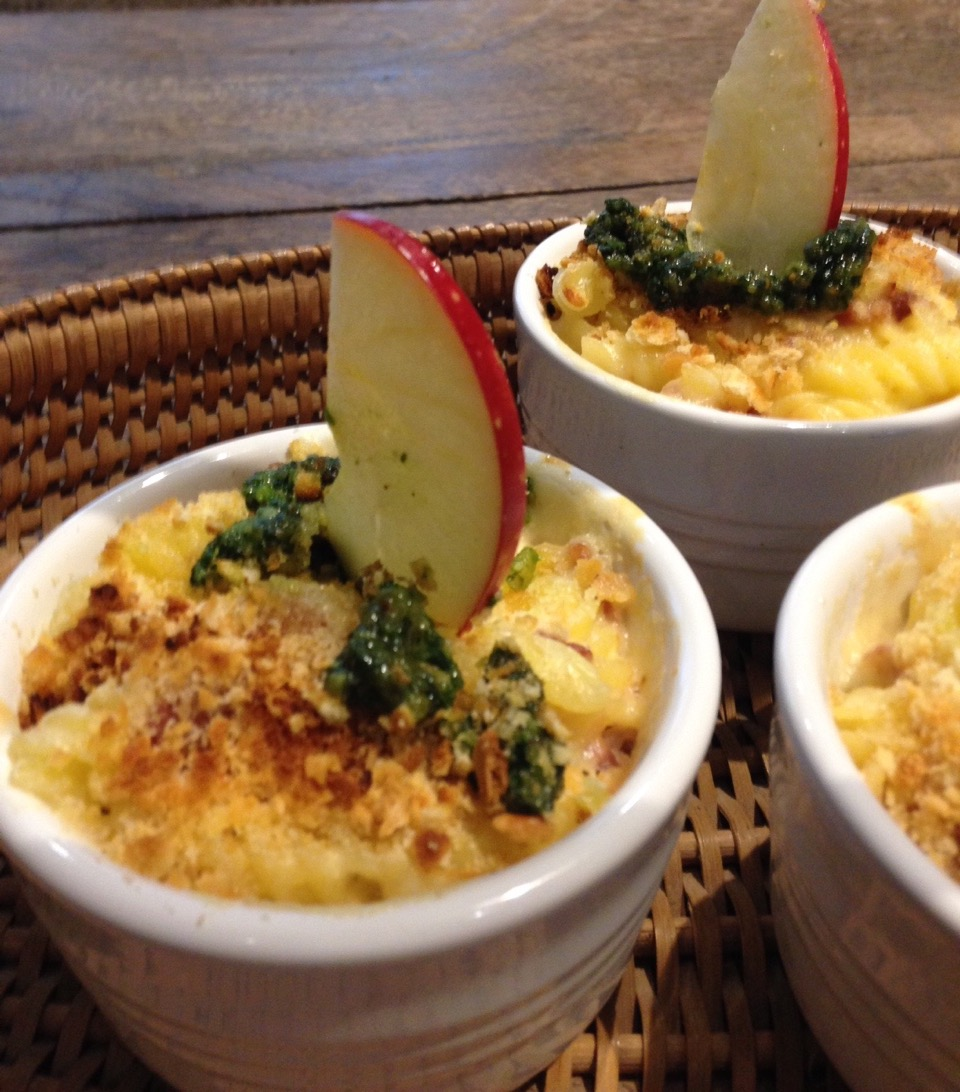 Brie Mac and Cheese with Arugula Walnut Fig Pesto